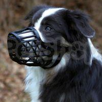 Trixie Намордник ( Намордник пластиковый с густой сеткой для безопасности)